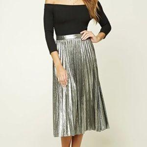 ☀️4 for 50☀️ Forever 21 Pleated Metallic skirt